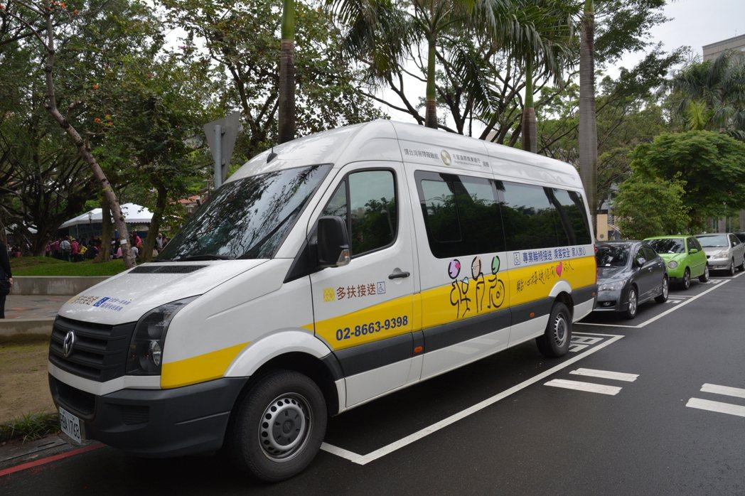 新竹市身心障礙者微旅行計畫結合加大高度的復康巴士規畫,規畫三條路線,身心障礙者免...