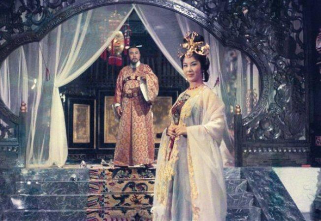 李麗華與嚴俊在「楊貴妃」有精彩對手戲。圖/摘自mask9