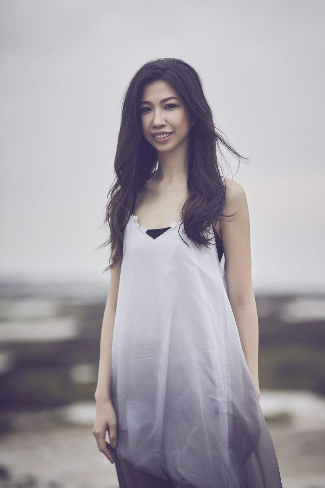 蘇珮卿新歌「寧靜海」找青峰合作。圖/索尼提供