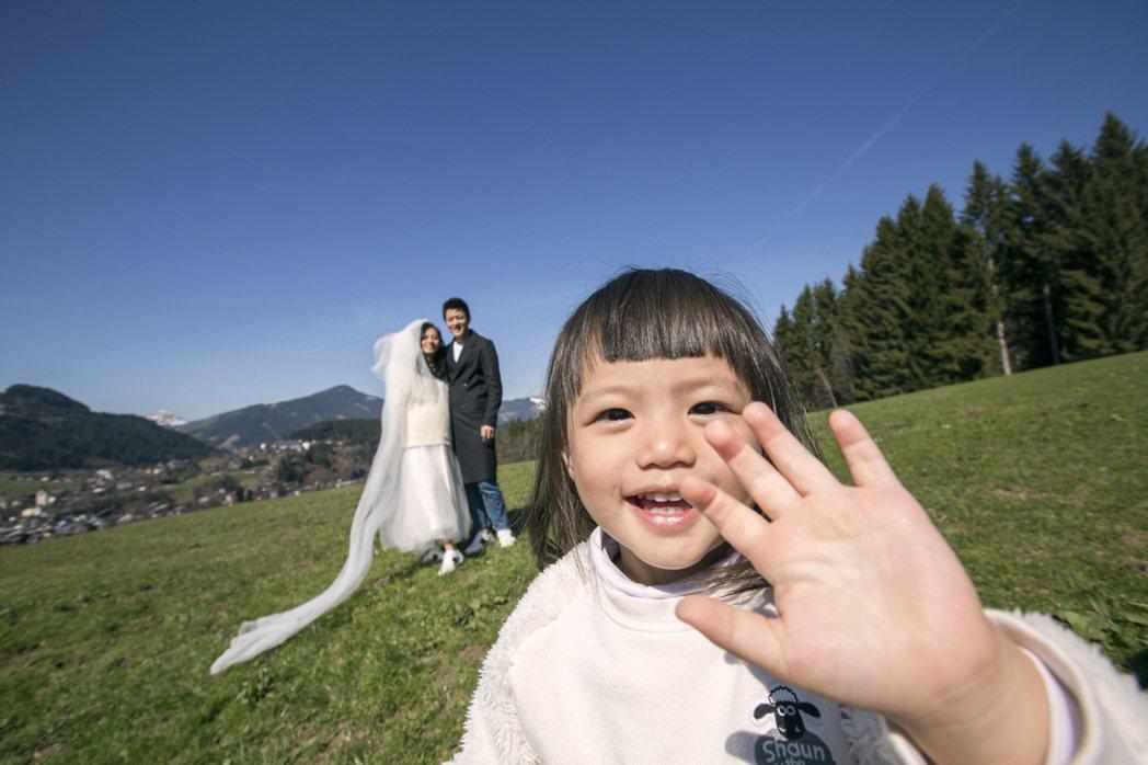 宥勝帶妻女到尼泊爾、土耳其、奧地利「婚紗之旅」,老婆挺6月肚拍婚紗照。圖/怡佳提