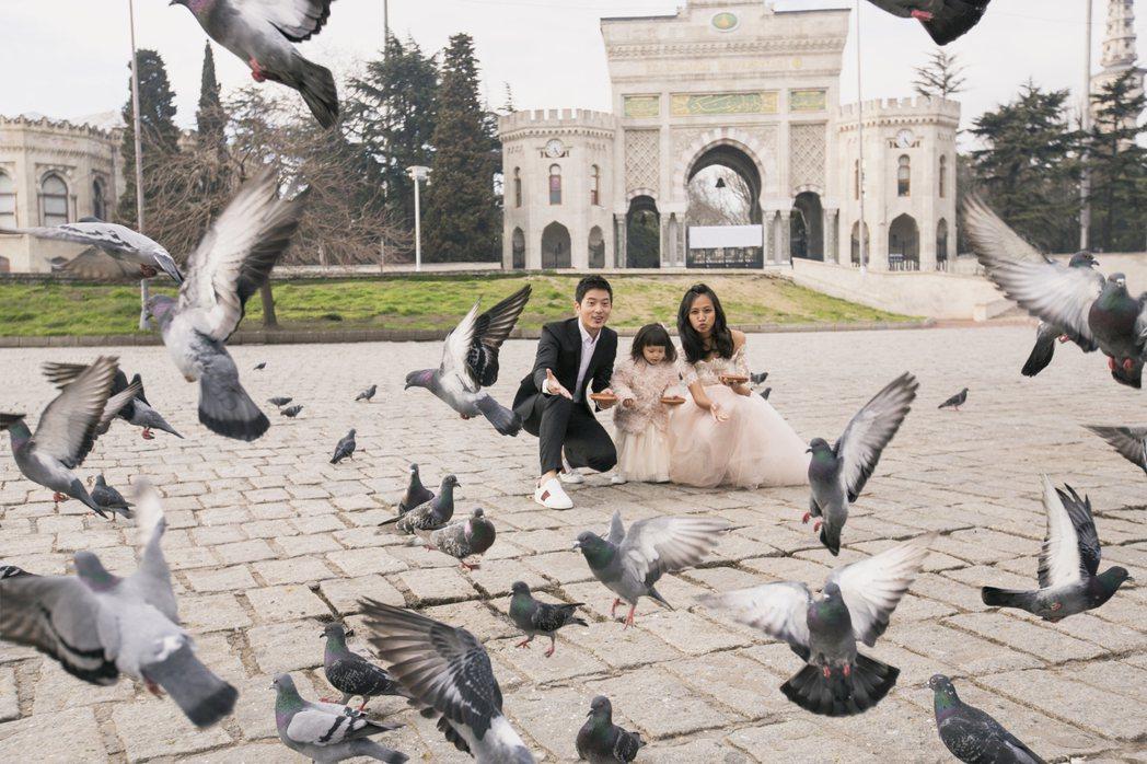 宥勝帶妻女到尼泊爾、土耳其、奧地利「婚紗之旅」,一家四口好甜蜜。圖/怡佳提供