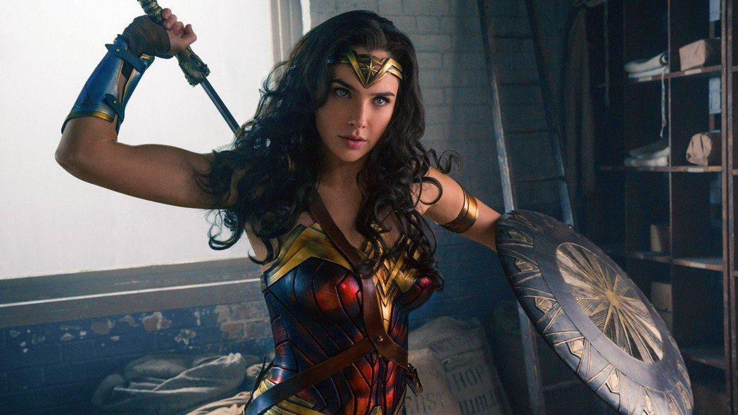 蓋兒加朵表示演出「神力女超人」時相當緊張,全靠聽碧昂絲的歌來消除焦慮。圖/華納兄...