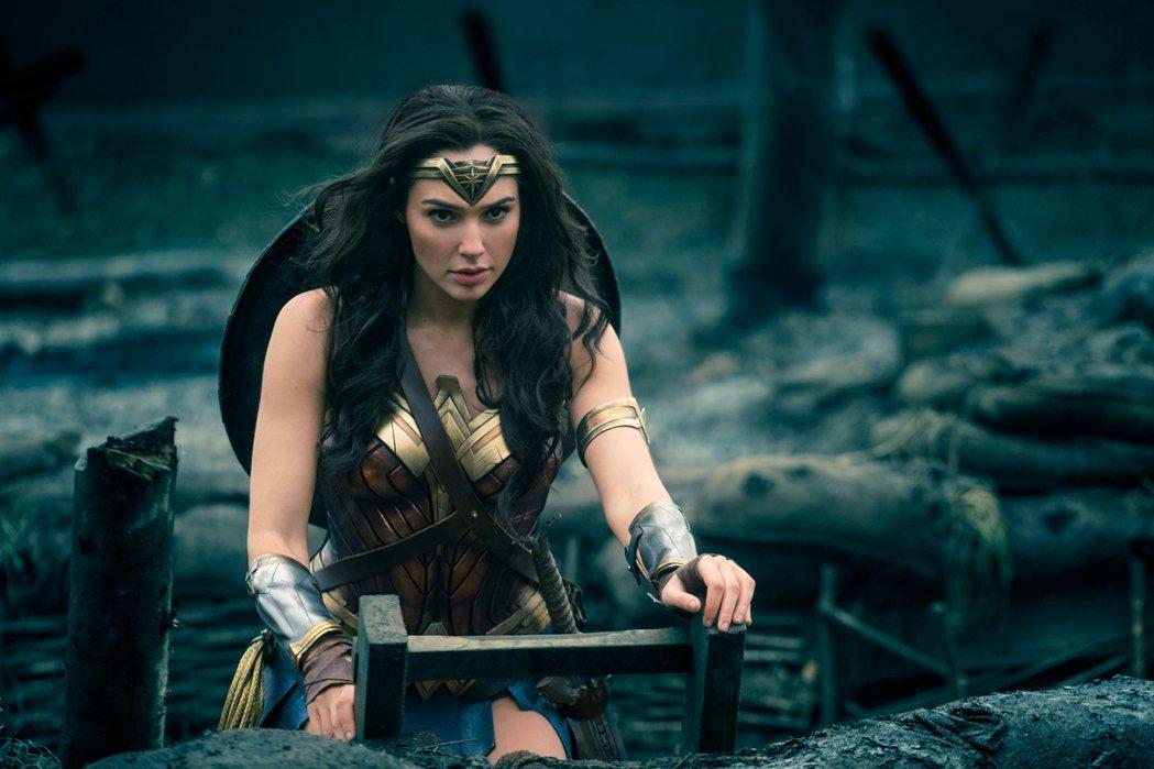蓋兒加朵表示演出「神力女超人」時相當緊張,全靠聽碧昂絲的歌來消除焦慮。圖/華納兄
