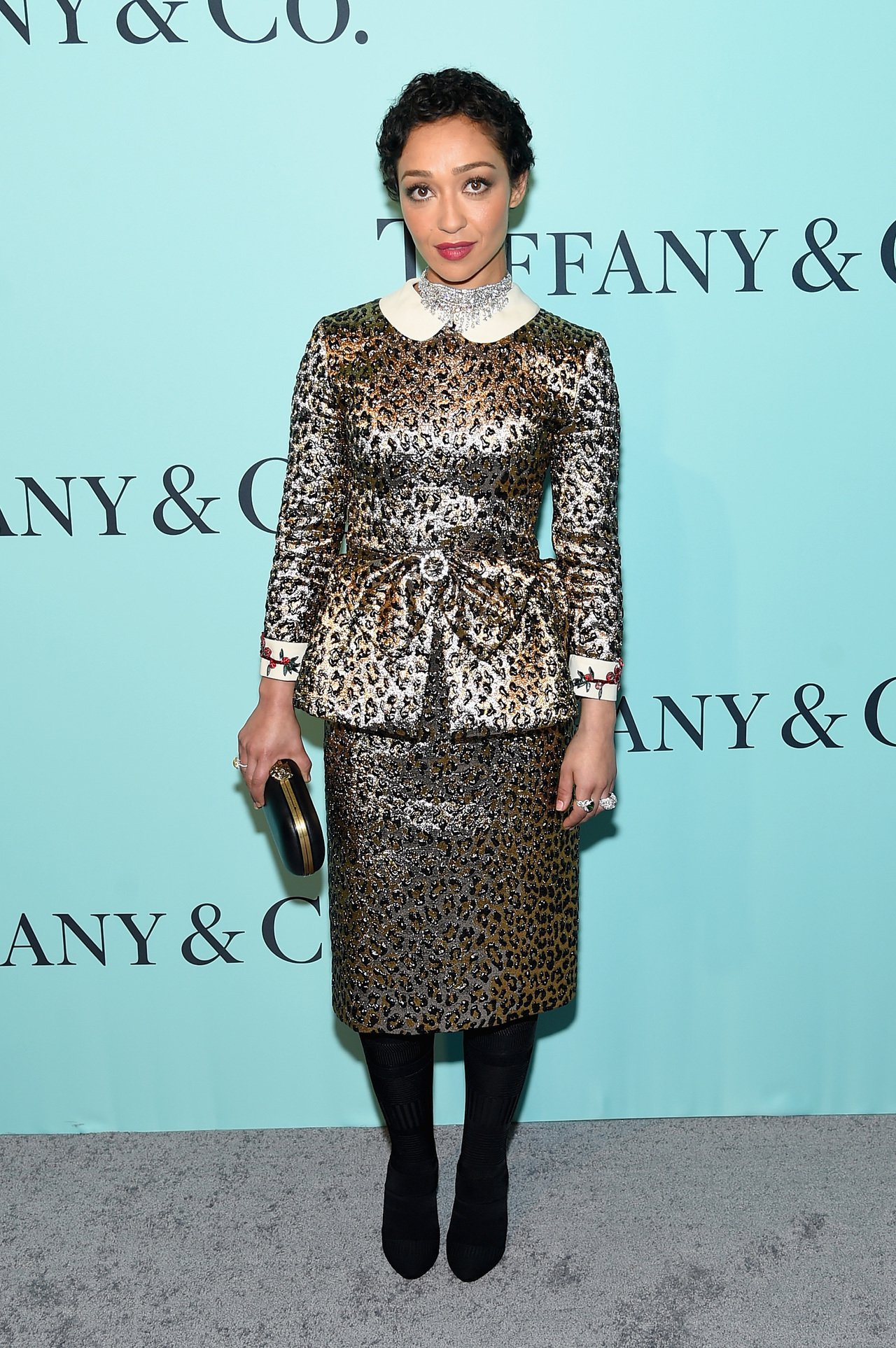 露絲奈嘉以Gucci套裝搭配Tiffany鑽飾,顯得與眾不同,受訪時率真回答也很...