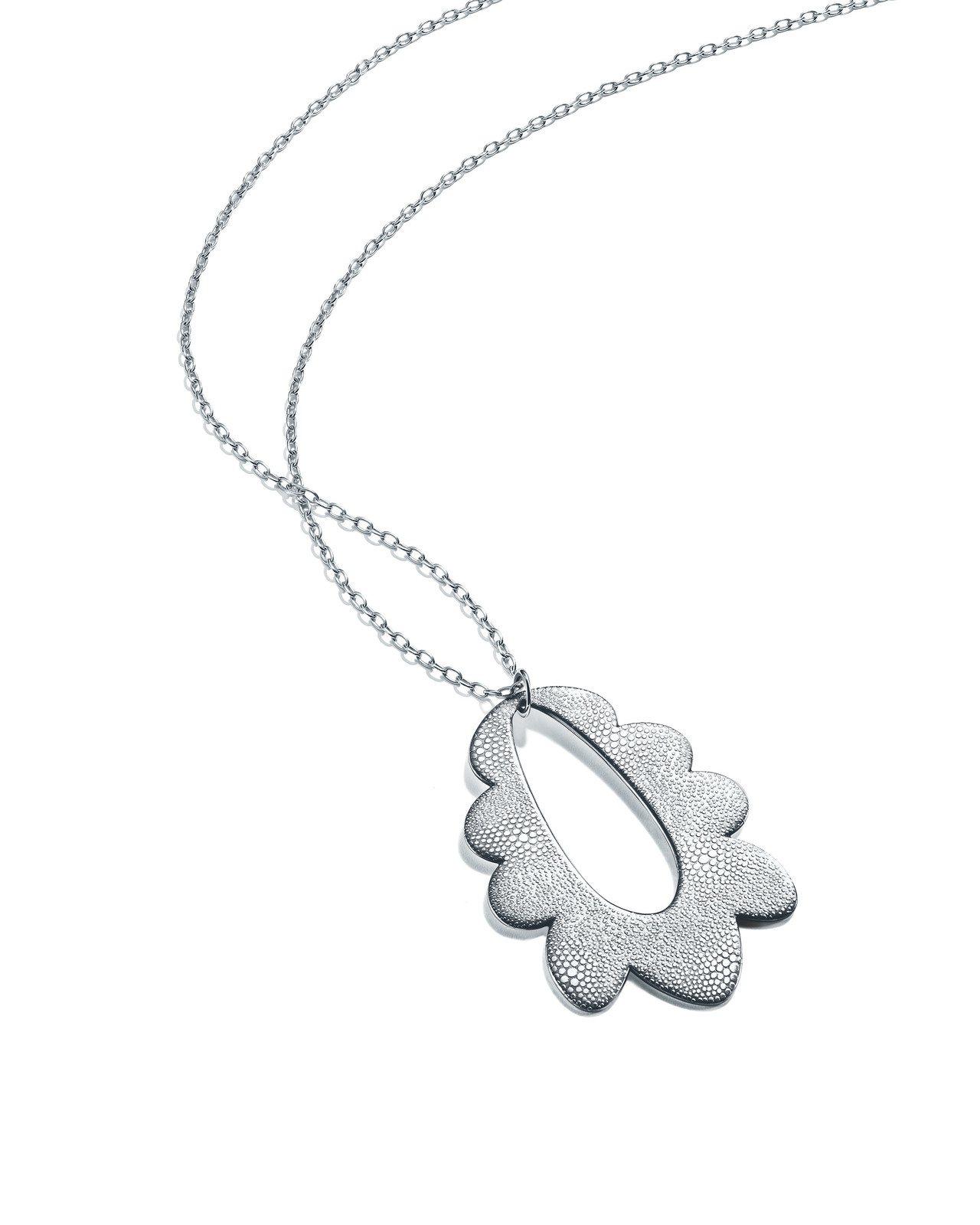 Tiffany與惠特尼雙年展藝術家合作系列作品,雛菊鍊墜,由Carrie Moy...