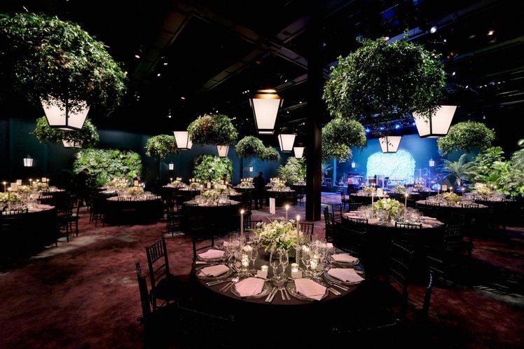 Blue Book高級珠寶系列慶祝晚宴,現場布置為呼應年度主題的叢林氛圍。圖/T...