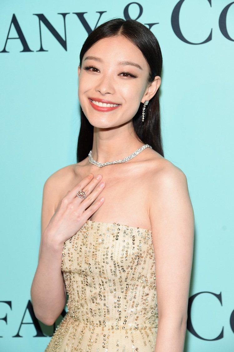 大陸女星倪妮以夢幻薄紗禮服搭配搭配Tiffany鑽飾。圖/Tiffany提供