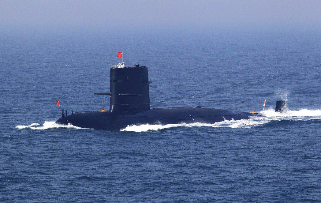 針對外界對泰國購買中國潛艦的質疑,泰國軍政府副相兼國防部長巴維表示,向中國購買潛...