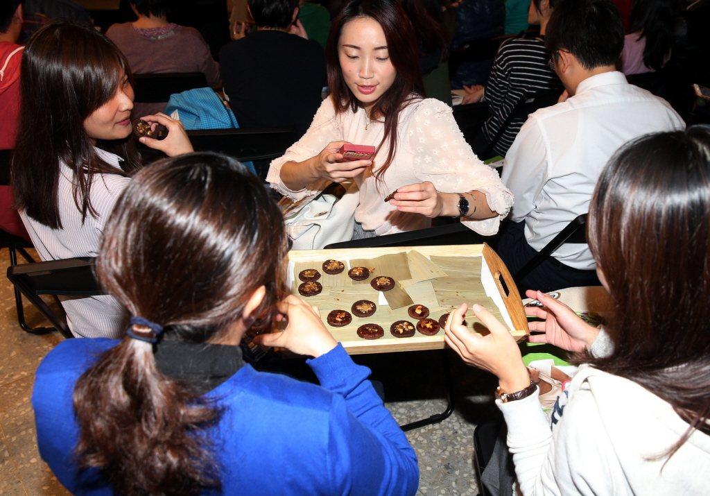 願景工程「公民沙龍」以「舞春惜食」為題,邀請香港剩食專家陳曉蕾及舞春食農工作室共...
