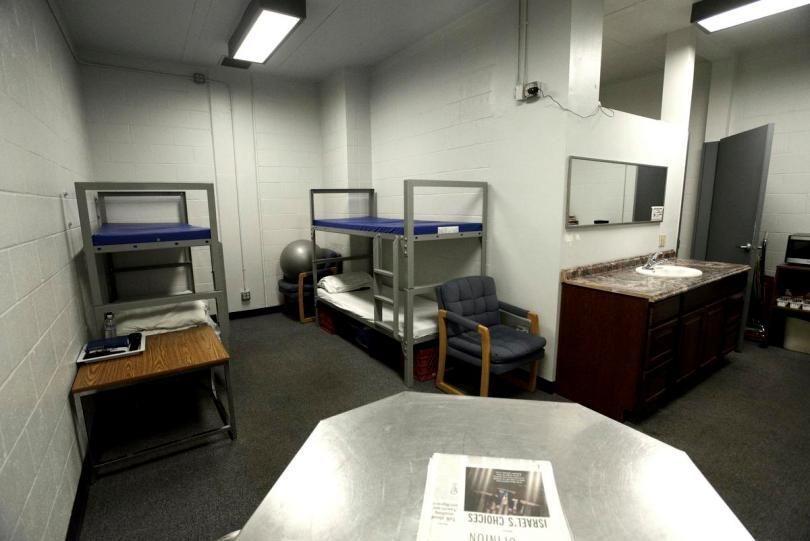 加州杭亭頓灘「付費選監」女性牢房。 取自www.ocregister.com