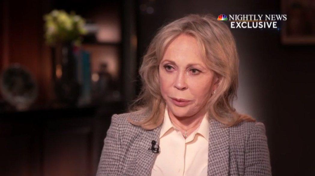 費唐娜薇接受NBC晚間新聞(NBC Nightly News)主播何特訪問,仍耿