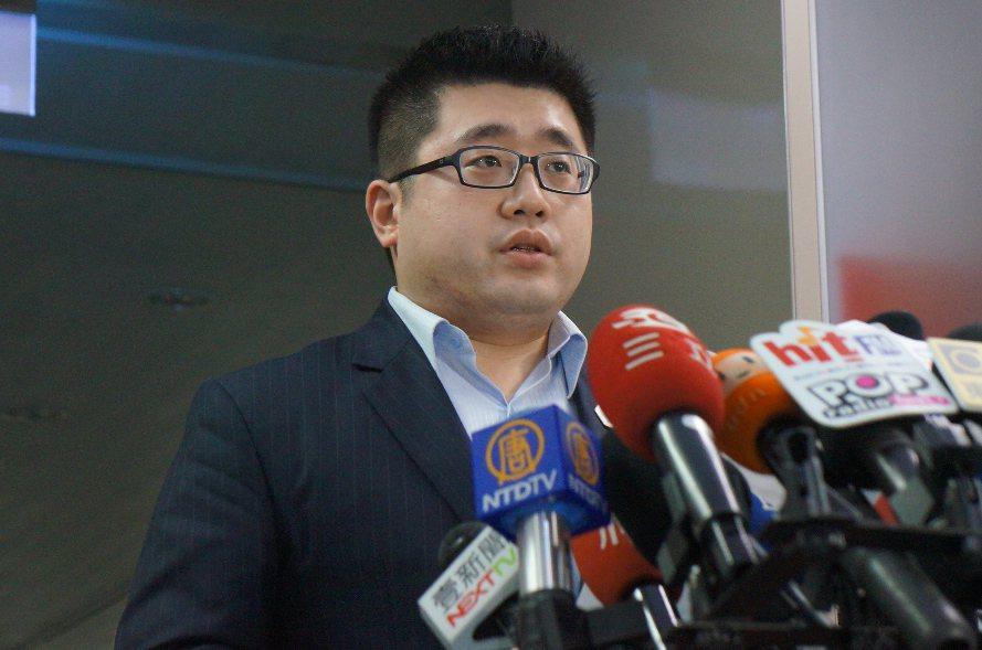 總統府發言人林鶴明表示,總統府對於發生此次性騷擾案件深感遺憾,未來除依性別平等小...