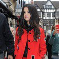 人紅穿得也很紅 看席琳娜怎麼駕馭一身紅