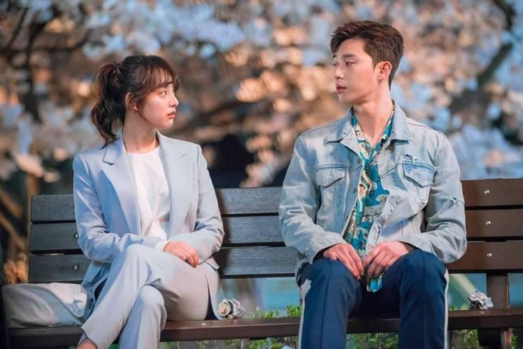 由金智媛、朴敘俊主演五月即將開播的韓劇《三流之路》。圖/擷自twitter