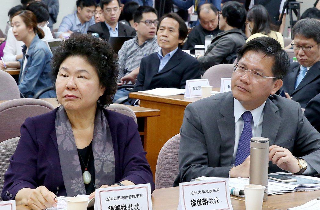高雄市長陳菊(左)、台中市長林佳龍(右)出席立法院「前瞻基礎建設-軌道建設」公聽...