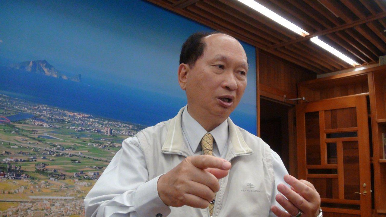 宜蘭縣代理縣長吳澤成今天宣布,豪華農舍明年起課徵豪宅稅。記者羅建旺/攝影