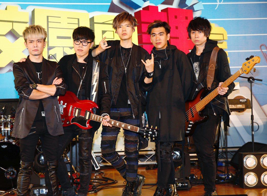 搖滾樂團「八三夭」今天下午在育達商職錄製MTV節目。記者程宜華/攝影