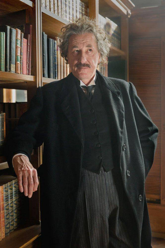 傑佛瑞羅許在「世紀天才」演愛因斯坦。圖/摘自imdb