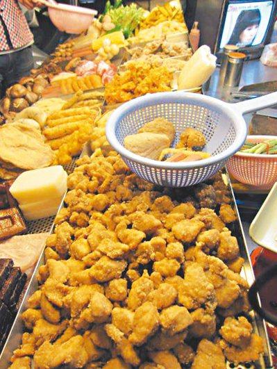 常吃雞排與鹽酥雞等油炸肉類有礙健康。 本報資料照片