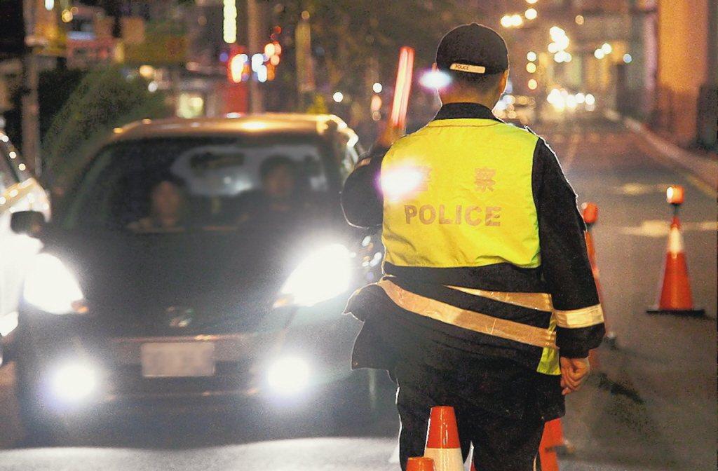 圖為警察取締酒駕。 本報系資料照