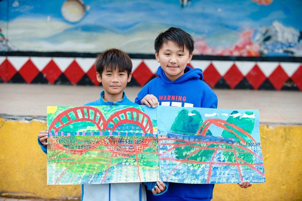 創作主題納入在地元素,加深了孩子們對故鄉的認同。 中國人壽/提供