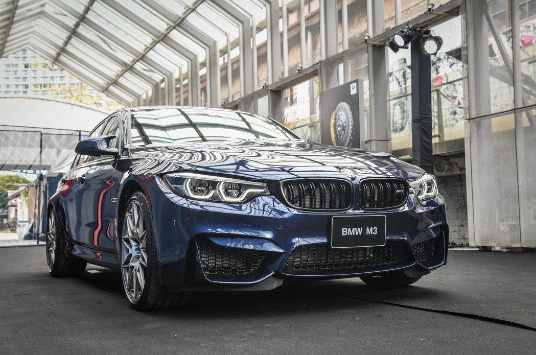 全新BMW M3標準配備Competition Package競技化套件。圖/汎德提供