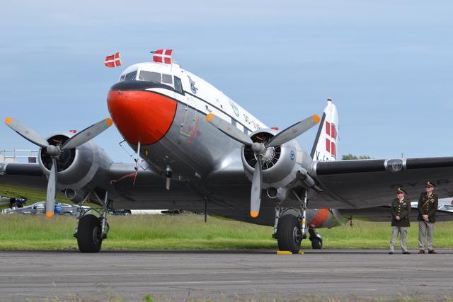 DC-3是美國道格拉斯飛機公司製造的客機,在第二次世界大戰中表現卓越,被認為是航...