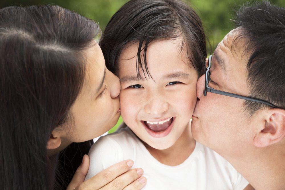 曬親情分享歡樂,跟父母學習維持良好人際關係對小孩也有幫助,但是界線如何拿捏得當,...