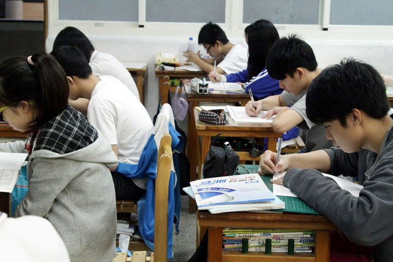 圖為學生上晚自習。 圖/聯合報系資料照