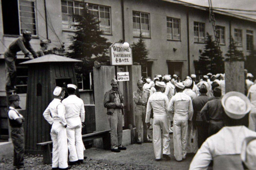 1945年8月23日,距離日本正式投降盟軍僅僅8天,日本政府即刻成立特殊慰安施設...
