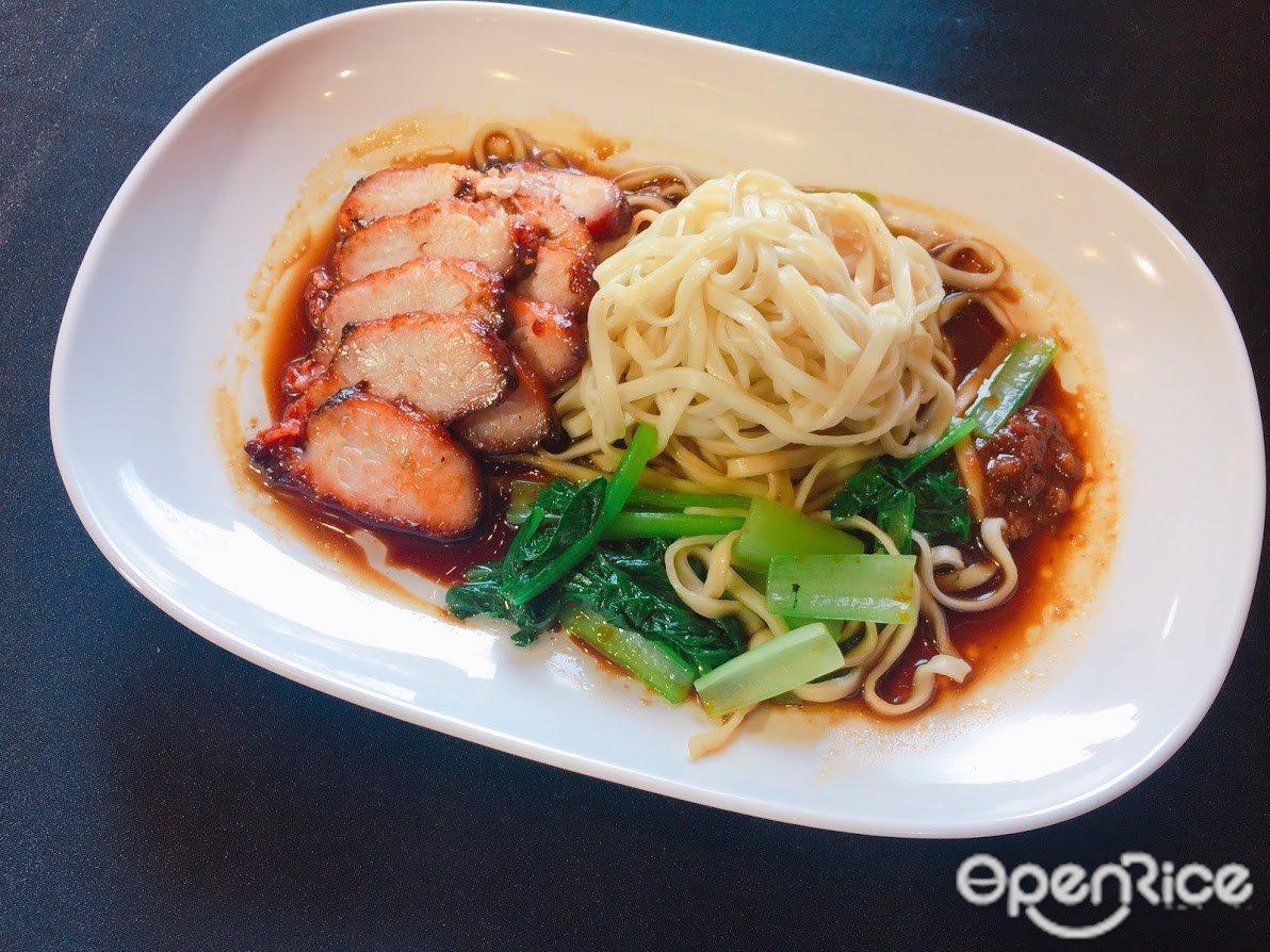 ▲專為台灣推出的陽春麵可搭配油雞、叉燒等四大招牌,價格從120至160元不等