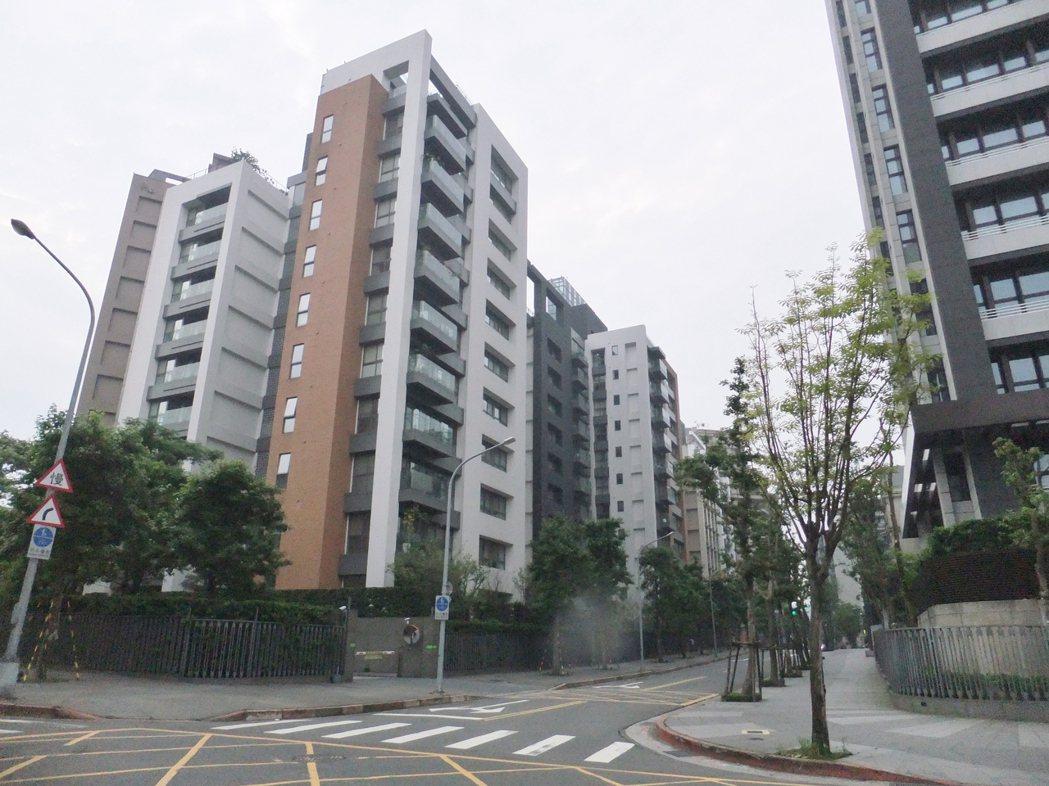 實價資料南港經貿園區「大同明日世界」近三年房價下修16%。記者游智文/攝影