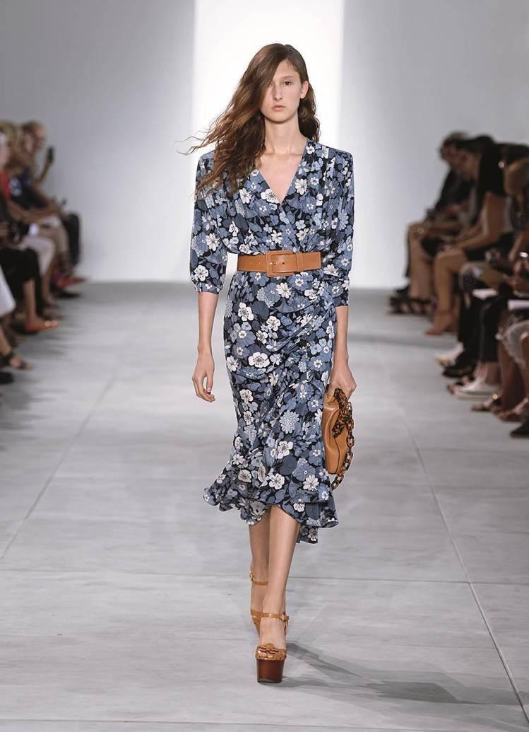 MICHAEL KORS Collection印花洋裝。圖/MICHAEL KO...