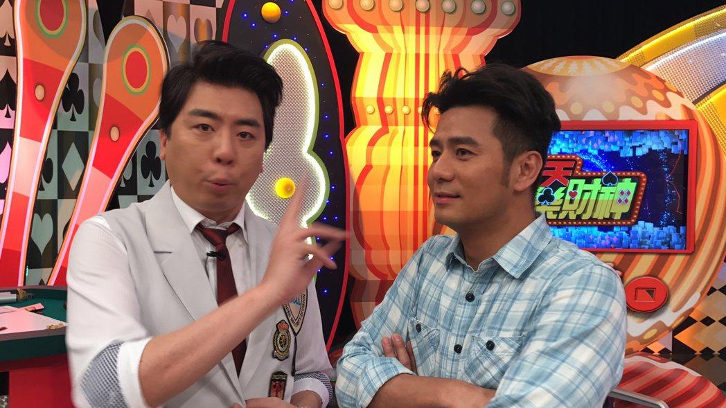 郭彥均(右)和梁赫群都是小氣一族,談到跟大獎擦身而過,兩人都有很深恭鳴。記者葉君...
