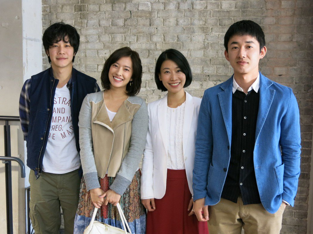 薛仕凌(左)、周采詩、薛提縈、柳谷一成合作演出「魚男」。圖/公視提供