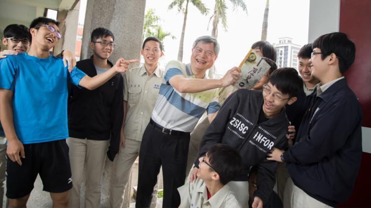 黃春木讓自然組學生也喜歡上歷史課。親子天下提供/曾千倚攝