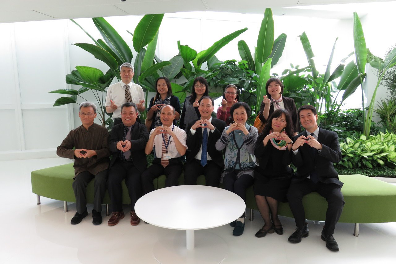 希望夥伴聯盟學校校長於中國信託總部16樓合影