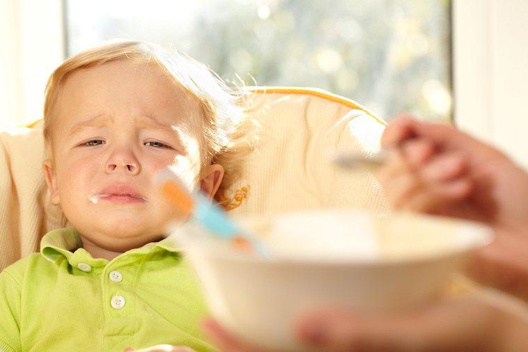 目前學界大家普遍的認知都是,要孩子自己吃的好,就要讓他們快樂吃。可是帶過孩子的家...