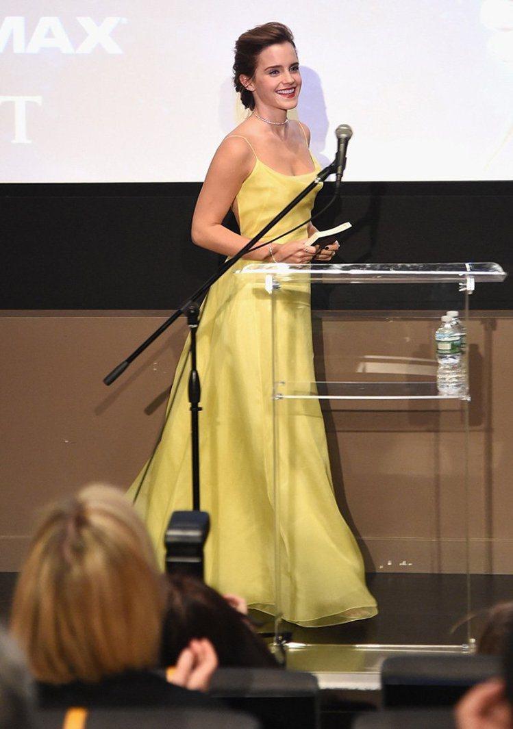 艾瑪華森穿上Dior高級訂製服出席活動。圖/擷自popsugar