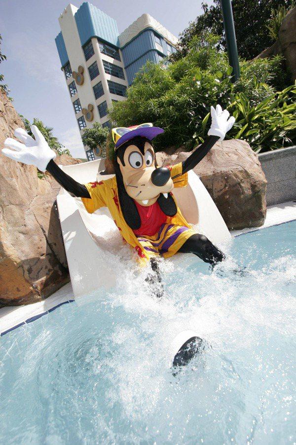 迪士尼好萊塢酒店,高飛好朋友可能現身於泳池同樂。圖/香港迪士尼樂園提供