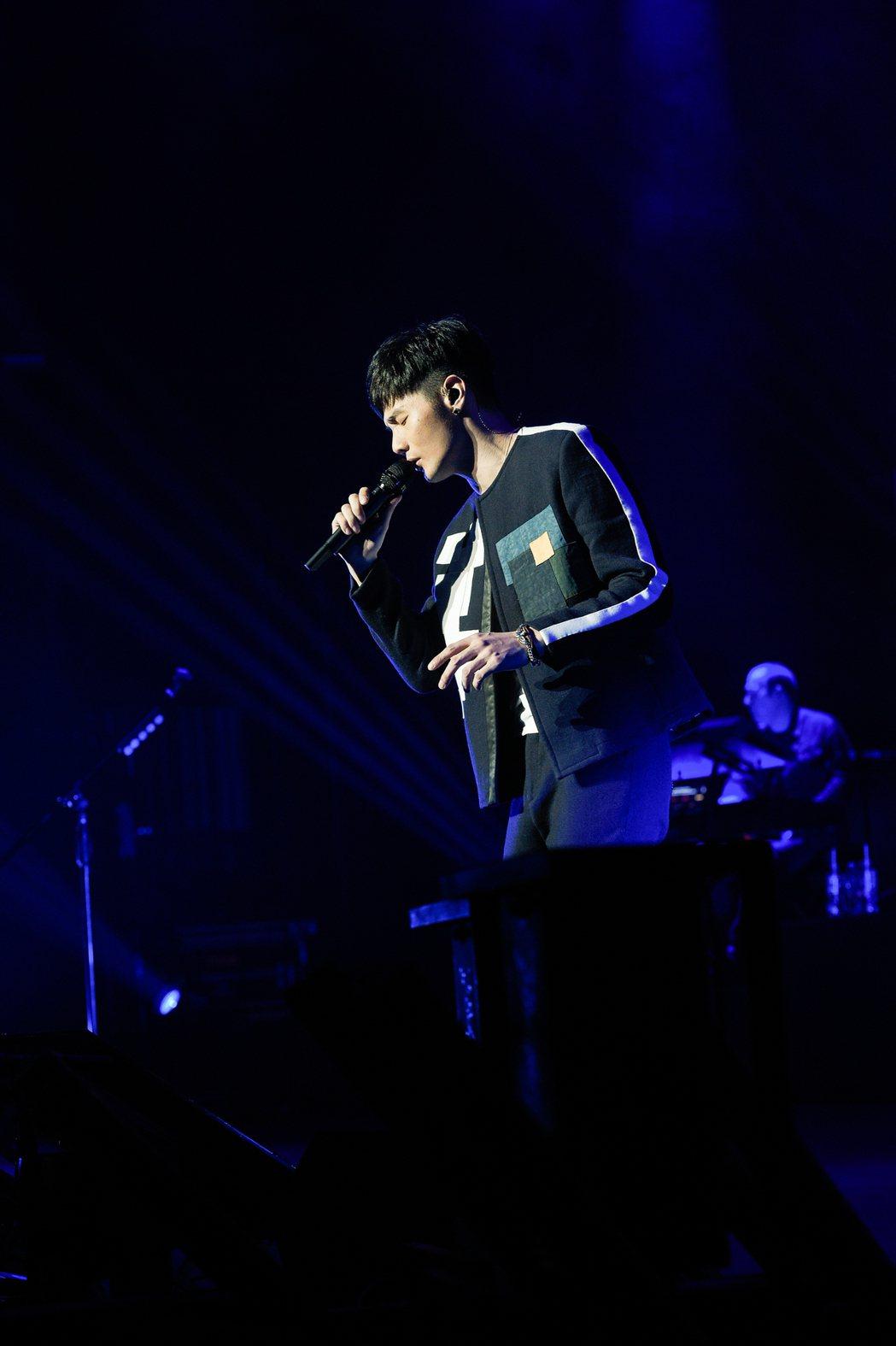 李榮浩的「有理想世界巡迴演唱會」,至今已跑了30場。圖/華納音樂提供
