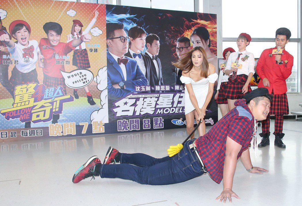 「驚奇4超人」記者會,陳思璇(後排左一)受邀來站台,棒打哈孝遠,右起為郭彥均、李...
