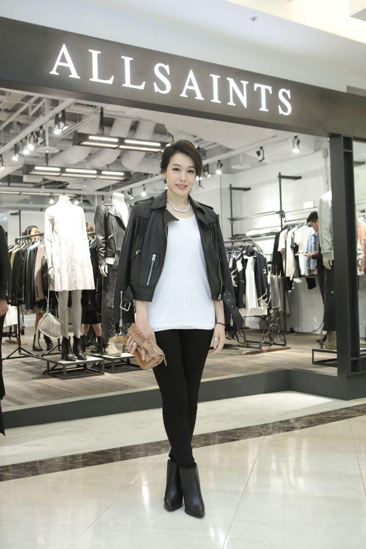 陳妍嵐一身經典AllSaints look展現不同以往的帥氣性感個性。圖/All...