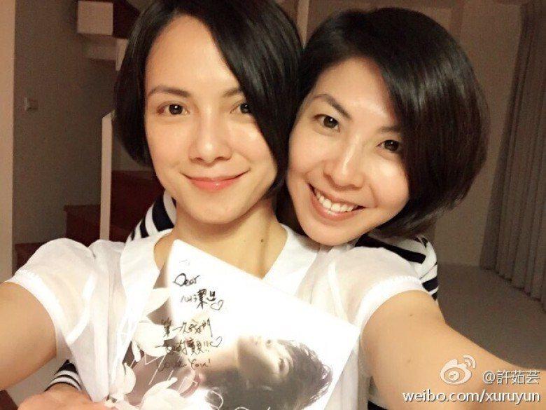 李心潔與許茹芸都很開心好友生雙胞胎。圖/摘自微博