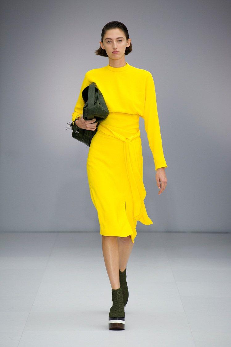 Ferragamo 2017春夏米蘭女裝秀上黃色洋裝。圖/Ferragamo提供