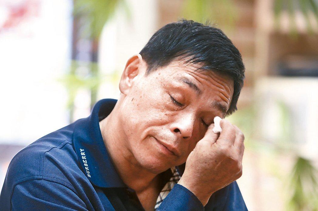林大哥,60歲,照顧爸媽30年,錯過婚姻,隔絕社會。 記者林俊良/攝影