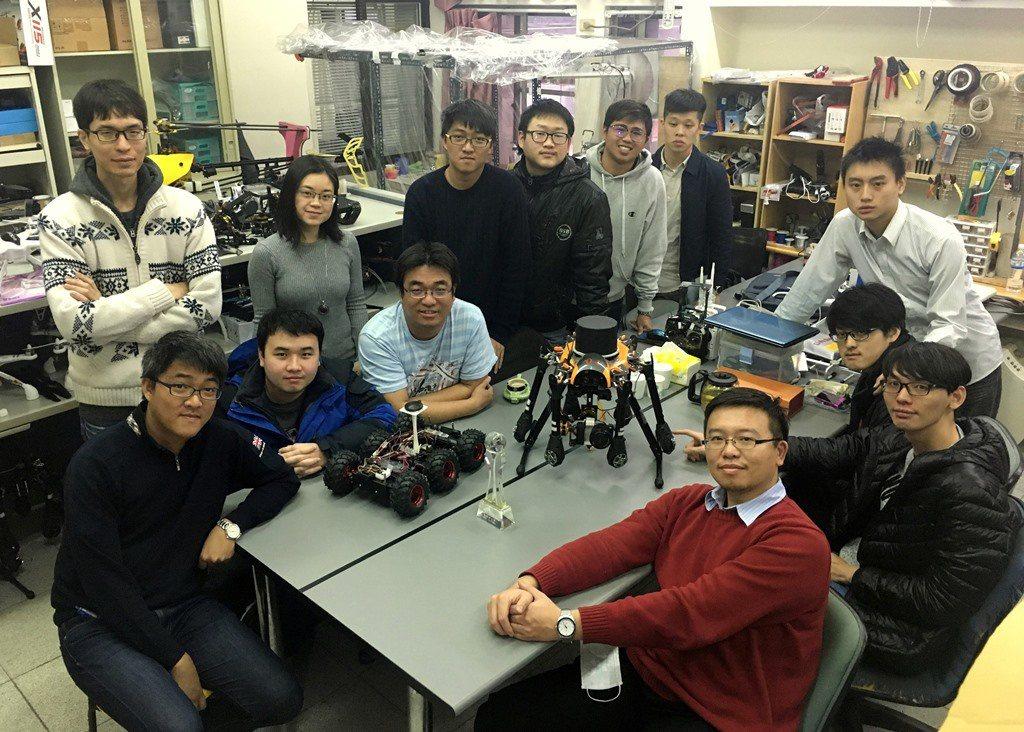 中原大學「智慧無人系統與載具研究室」看起來像玩具研發部門,其實是學校科技研發重地...