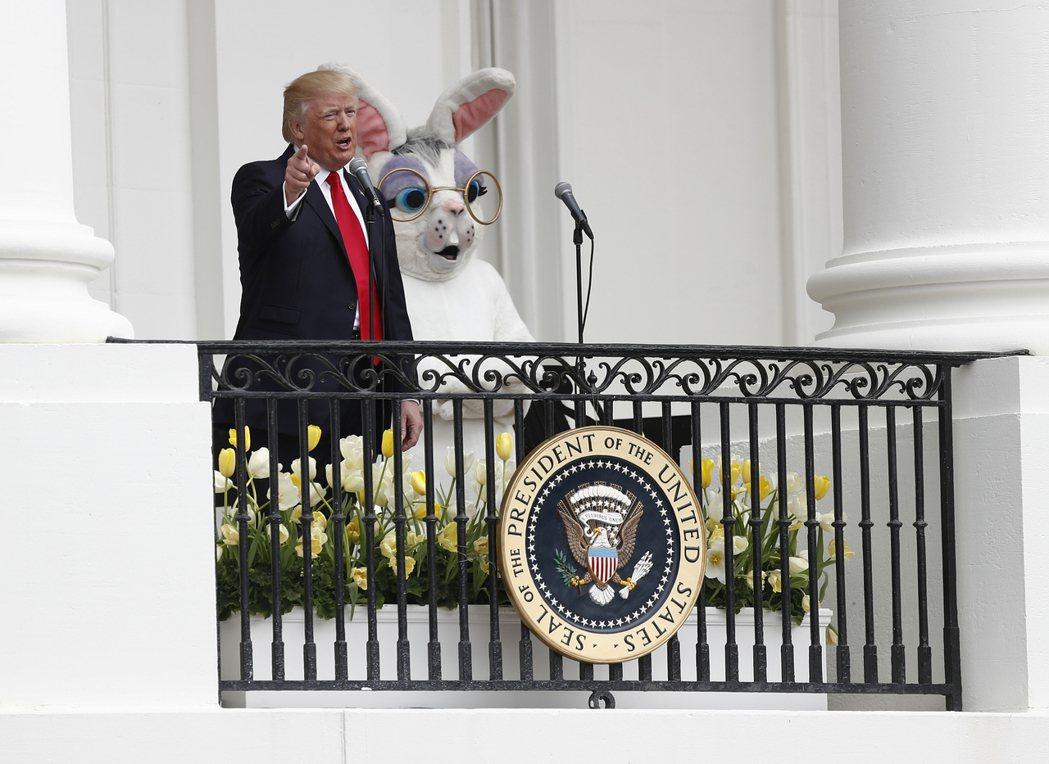 川普總統2017年4月17日在白宮復活節滾彩蛋活動上發表談話。 (美聯社)