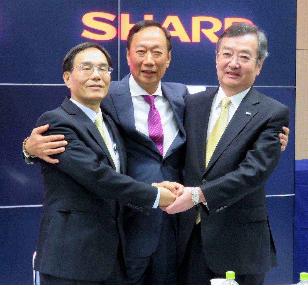 鴻海考慮最快今年釋出夏普1%股權,為夏普重返東證一部排除障礙。圖為鴻海董事長郭台...
