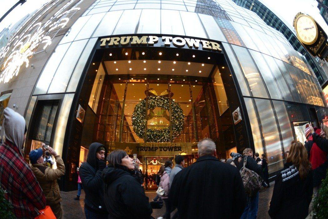 位於紐約曼哈頓五大道58層高的川普大樓,因川普當選美國總統被稱為「北部白宮」,更...